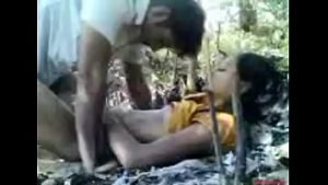 Indian Homemade real indian babes banging in the jungle